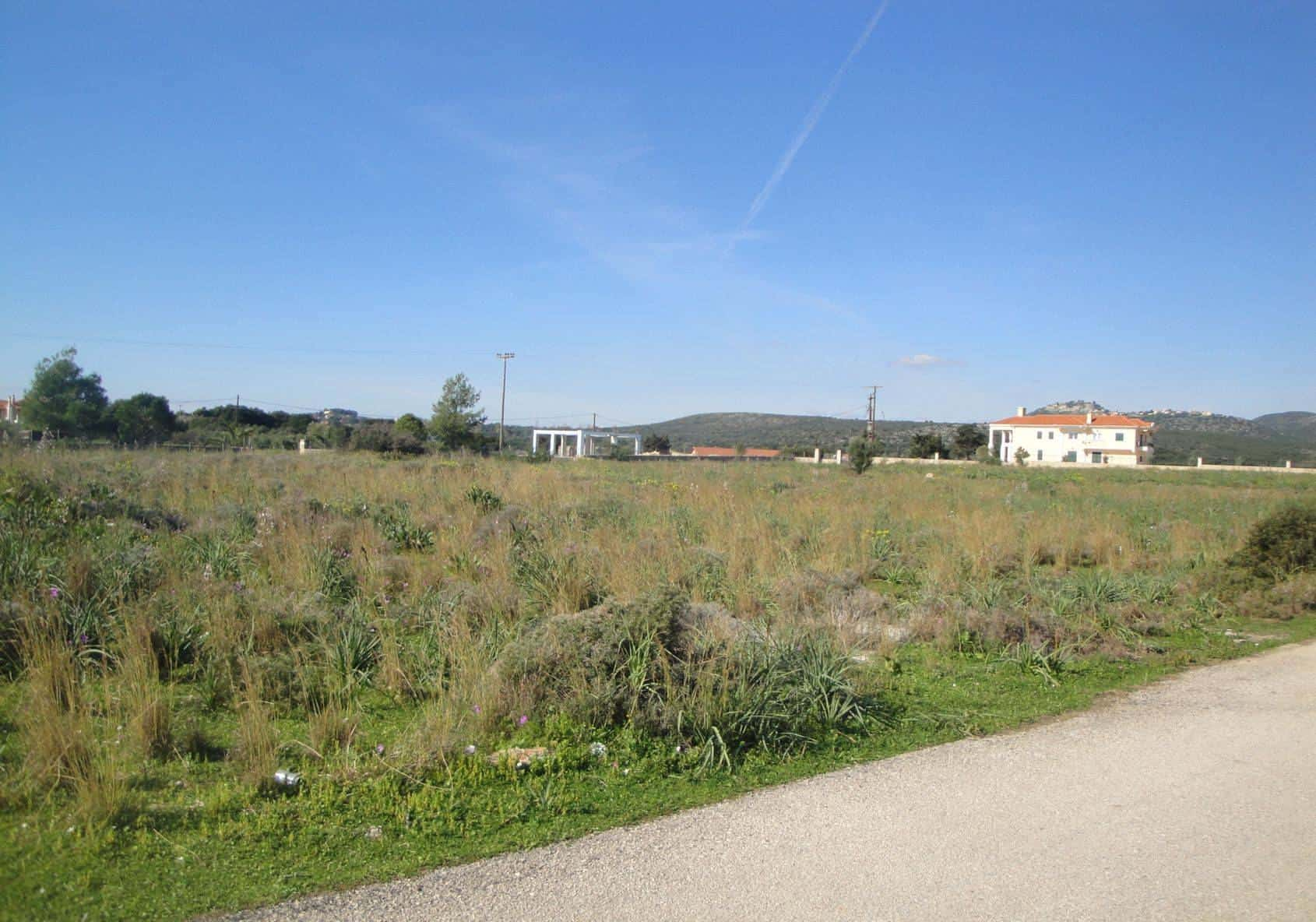 Plot for sale in Pessada