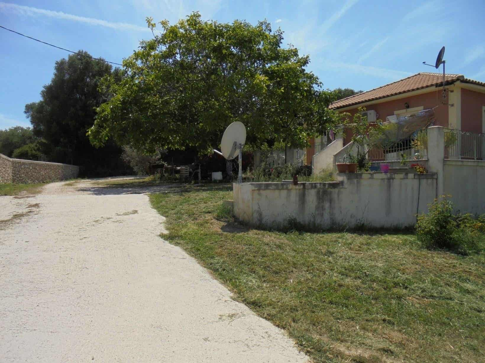 Semi detached house for sale in Spartia