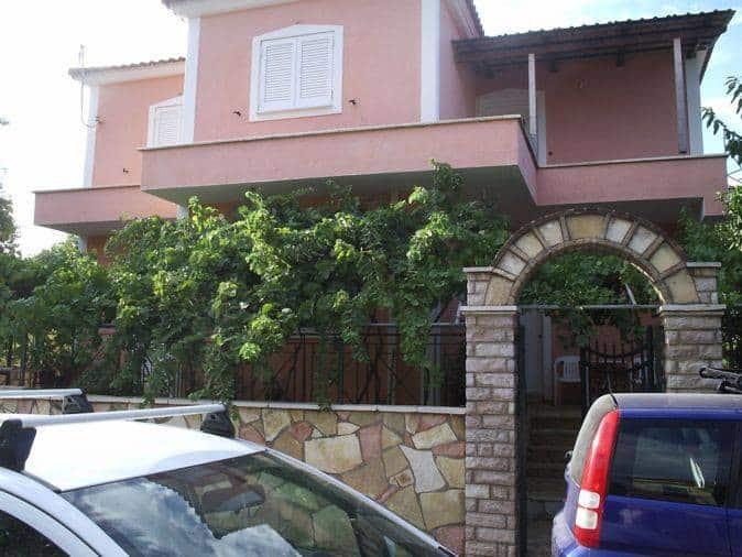 Two storey house for sale in Razata