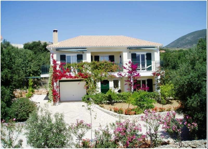 Villa for sale in Karavados