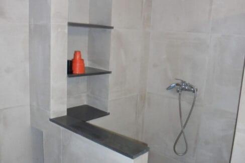 Lakithra house bathroom