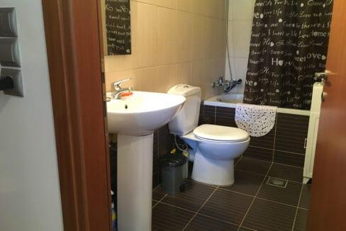 Drapanos bathroom